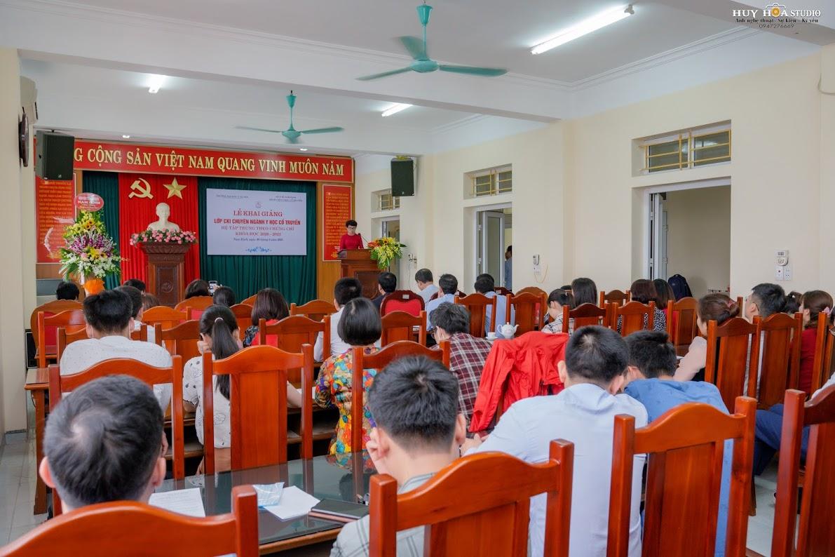 Đồng chí Trương Thị Thu Hồng - GĐ Bệnh viện phát biểu tại lễ khai khai giảng