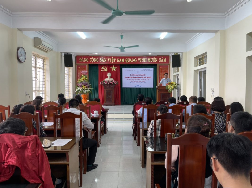 Đồng chí Trần Trung Kiên - Phó giám đốc Sở phát biểu tại buổi lễ.
